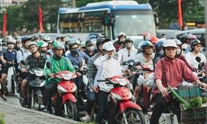 Người dân vật lộn quay lại Hà Nội sau kỳ nghỉ lễ dài ngày