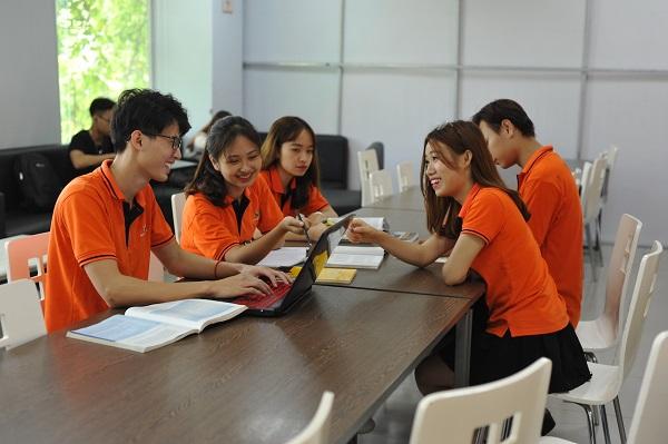 Thí sinh cần trang bị đầy đủ kiến thức xã hội trước khi bước vào kì thi tuyển sinh của ĐH FPT.