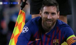 Bức ảnh 'nụ cười Messi' thống trị mạng xã hội