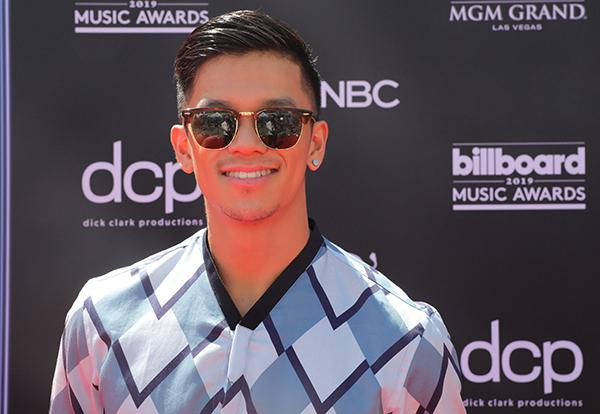 Năm nay, Trọng Hiếu là nghệ sĩ duy nhất đại diện Việt Nam tham dự lễ trao giải Billboard Music Awards 2019 diễn ra vào tối 1/5 (theo giờ Mỹ) tại Las Vegas, Mỹ. Xuất hiện trên thảm đỏ, nam ca sĩ diện nguyên cây đồ hiệu Armani thanh lịch, sành điệu.