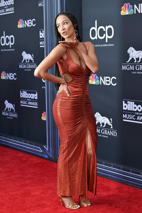 Draya Michele mặc đầm cắt khoét táo bạo.
