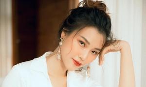 Hoàng Oanh: 'Yêu một chàng trai ngoại quốc khiến tôi thay đổi nhiều'