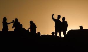 Ba thanh niên Ấn Độ thiệt mạng vì mải selfie bên đường ray