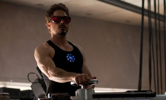"""<p> """"Người Sắt"""" Robert Downey Jr không có cơ bắp lực lưỡng bằng các siêu anh hùng khác nhưng cũng đủ khiến khối người ghen tỵ ở tuổi 54.</p>"""