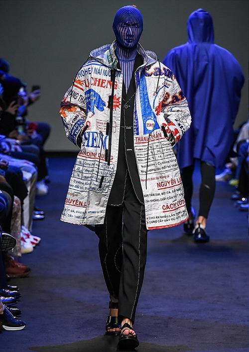 Thương hiệu này từng giới thiệu mẫu áo trên sàn diễn thuộc khuôn khổ Seoul Fashion Week.