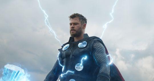 Phần lớn thời gian bộ phim, Thor xuất hiện trong bộ dạng béo phì và nát rượu