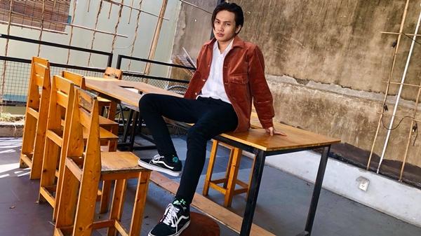 Hiện Nguyễn Trọng Tài là nghệ sĩ trực thuộc công ty quản lý của nam ca sĩ Trịnh Thăng Bình. Dưới sự hỗ trợ của đàn anh, 9x đang được trao dồi thêm những kiến thức về âm nhạc, hỗ trợ cho việc sáng tác và biểu diễn.