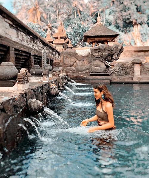 Phương Trinh Jolie liên tục khoe ảnh ảo diệu ở Bali.
