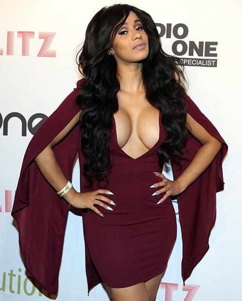 Nàng rapper sinh năm 1992 nổi tiếng có phong cách ăn mặc hở hang. Trên thảm đỏ, cô luôn khoe vòng một dao kéo triệt để.