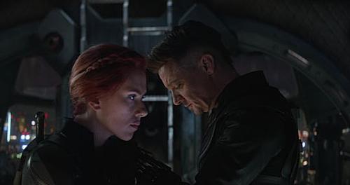 Black Widow và Hawkeye đã có một cuộc chiến tâm lý đầy xúc động để tìm ra người hy sinh