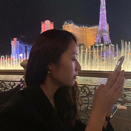 Cô nàng Krystal tận hưởng khoảng thời gian yên bình ở Paris.