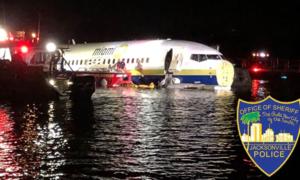 Máy bay chở 136 hành khách rơi xuống sông ở Mỹ