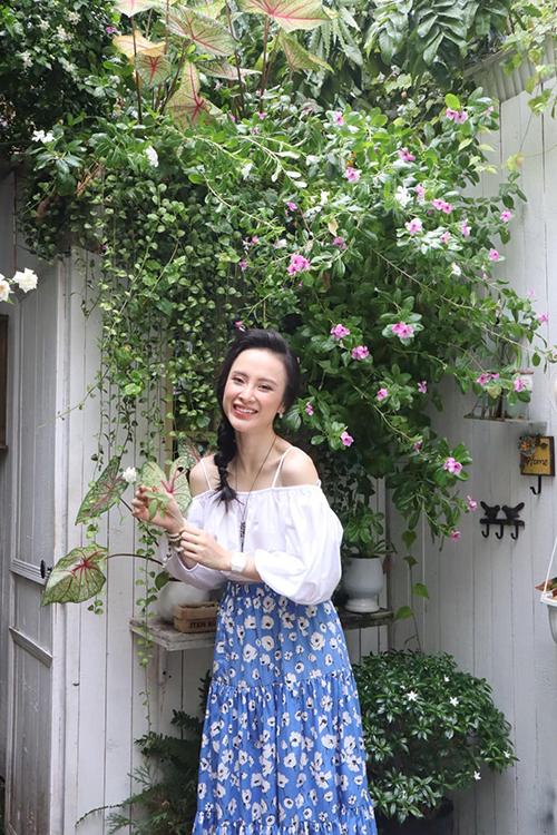 Angela Phương Trinh khoe nét tươi trẻ