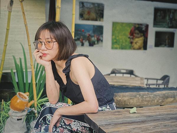 Văn Mai Hương tóc ngắn xinh yêu.