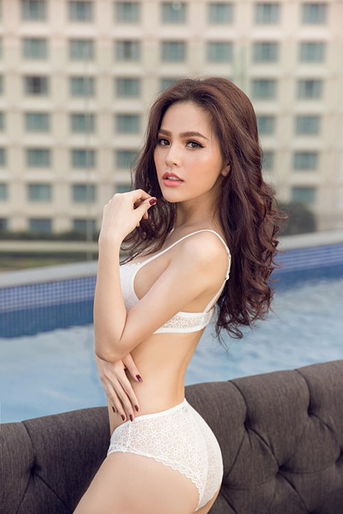Phi Huyền Trang.