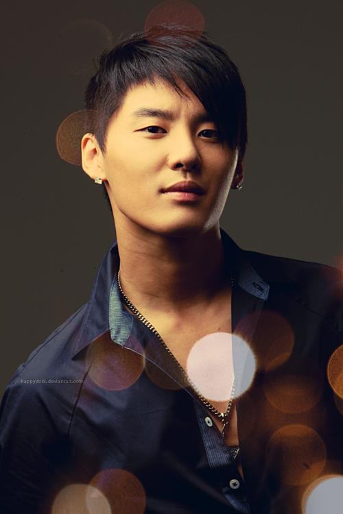 Kim Jun Su xếp vị trí thứ hai (2004-2015). Tương tự Park Yoo Chun, sau khi rời DBSK, anh chàng có sự nghiệp rấtthành công. Jun Su cùng JYJ liên tiếp gặt hái những thành tích đáng nể ở Nhật Bản. Tại Hàn Quốc, dù bị SM cấm sóng, tên tuổi anh chàng cũng không hề giảm nhiệt. Sau khi xuất ngũ vào tháng 11/2018, Jun Suđược rất đông người hâm mộ chờ đợi vào các hoạt động solo tiếp theo.