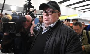 Người đàn ông bị chỉ trích vì cố lấy hành lý, chặn đường thoát hiểm trên máy bay Nga