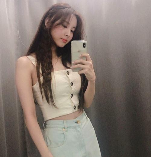 Em út SNSD Seo Hyun ngày càng xinh đẹp, quyến rũ. Nữ ca sĩ sở hữu vòng eo con kiến đáng ghen tỵ.