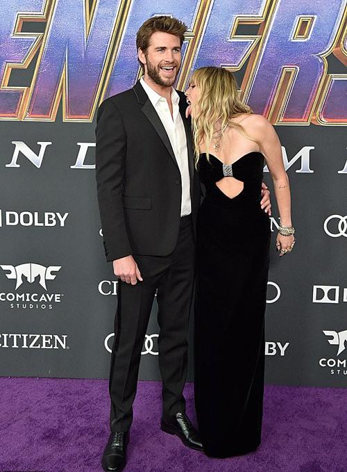 Tại buổi công chiếu Avenger: Endgame hai tuần trước, Miley cũng có hành động cuồng nhiệt trước ống kính khiến nhiều người sửng sốt.