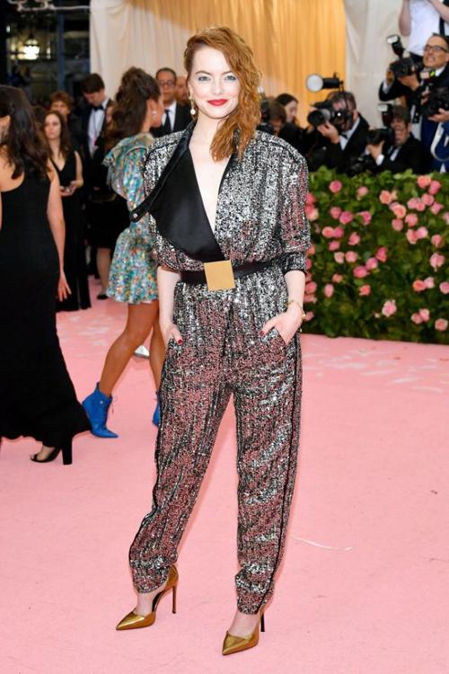 Emma Stone diện cây đồ Louis Vuitton - thương hiệu cô đang làm đại sứ.