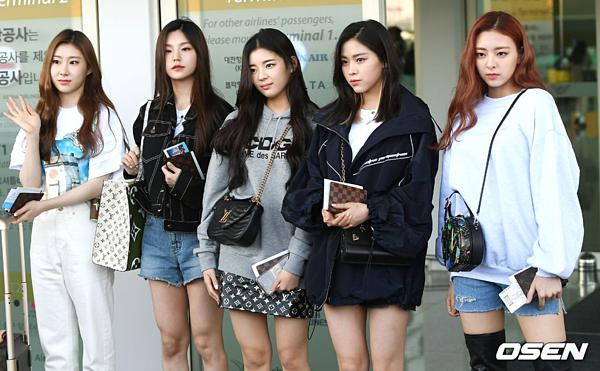 5 cô gái gây ấn tượng bởi phong cách thời trang sành điệu, trẻ trung.