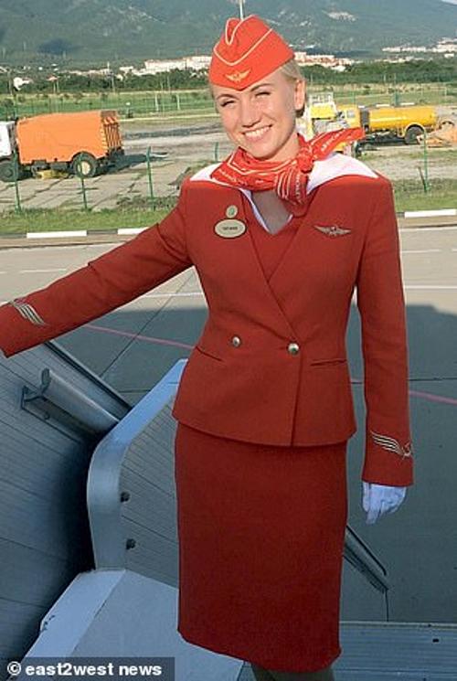 Nữ tiếp viên Kasatkina dũng cảm cứu hành khách khỏi thảm họa máy bay Nga. Ảnh: east2west