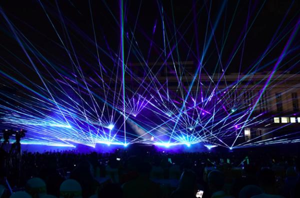 Trong đêm hội Chào mừng Lays - Snack Khoai Tây Số 1* Thế Giới, hàng ngàn bạn trẻ đã được trải nghiệm không gian âm nhạc hoành tráng và tưng bừng với những màn trình diễn đỉnh cao của JustaTee, Phương Ly, Tiên Tiên, Lynk Lee và đặc biệt là nghệ sĩ quốc tế danh tiếng DJ MaRLo  #88 Top 100 DJ Thế Giới (DJ Mag). Hơn 3000 khán giả cùng loạt khách mời VIP đã có những trải nghiệm đầy cảm xúc bởi sự kết hợp giữa âm nhạc và ánh sáng.