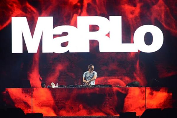 Hàng ngàn bạn trẻ hòatheo từng giai điệu bùng cháy từ DJ MaRLo  #88 Top 100 DJ Thế Giới (DJ Mag). Được thành lập từ năm 1932, với hơn 86 năm tuổi đời, Lays - Snack Khoai Tây số 1* Thế Giới trực thuộc tập đoàn đa quốc gia PepsiCo được đánh giá là một trong những Snack khoai tây lâu đời và ngon hàng đầu thế giới. Snack từ lâu đã là một món ăn vặt yêu thích của không chỉ trẻ em mà còn chiếm trọn trái tim của thanh thiếu niên và người lớn. Lays với từng lát khoai tây giòn tan mang hương vị đậm đà hứa hẹn sẽ tiếp tục lay động hương vị cuộc sống,đồng hành và truyền cảm hứng cho giới trẻ Việt Nam hòanhập vào xu hướng thế giới.