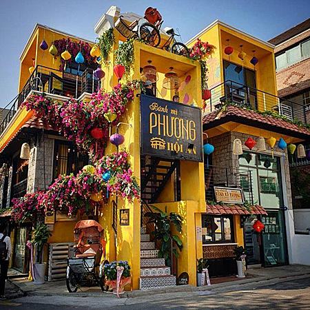 Cửa hàng bánh mì Phượng ở Hàn Quốc.