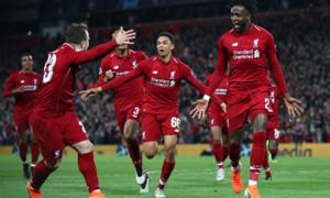 Cú sút phạt góc 'quái chiêu' của cầu thủ Liverpool