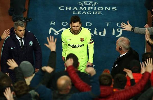Messi bị CĐV chỉ trích sau trận thua muối mặt của Barca trước Liverpool.