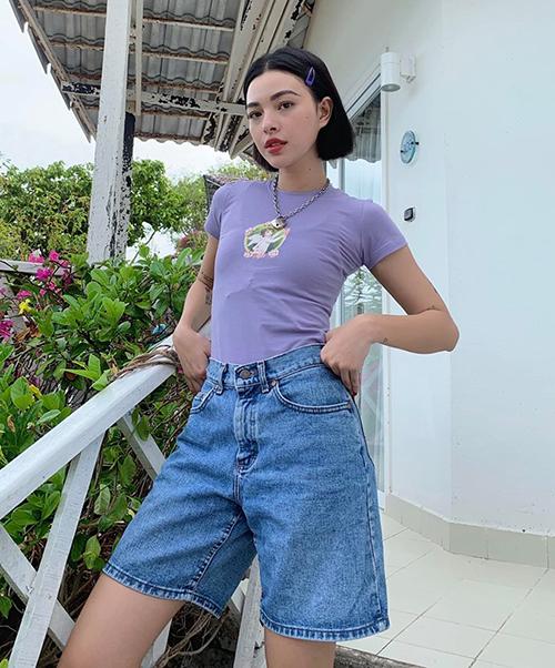 Phong cách cool kid kiểu gái Mỹ được Tú Hảo áp dụng rất thành công nhờ sẵn có vẻ ngoài cá tính.