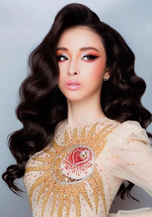 Gương mặt thanh thoát giúp Phương Nga phù hợp với nhiều kiểu làm đẹp. Sự thay đổi chóng mặt của Hoa hậu trong từng concept nhận được nhiều lời khen ngợi.