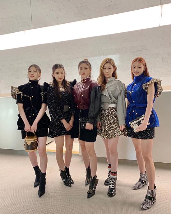 5 cô nàng ITZY sang chảnh trong các set đồ của Louis Vuitton.