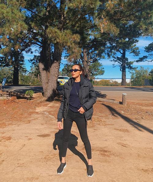 Tăng Thanh Hà mặc đồ cực ngầu đi chơi ở Australia.