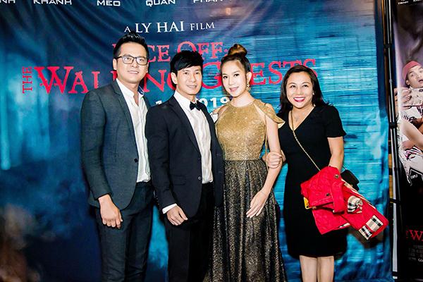 Diễn viên Hoàng Oanh vừa sang Mỹ đoàn tụ với gia đình cũng có mặt để chúc mừng.