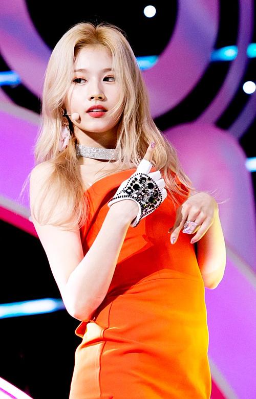 Sana tỏa sáng trong màn trình diễn live Fancy.