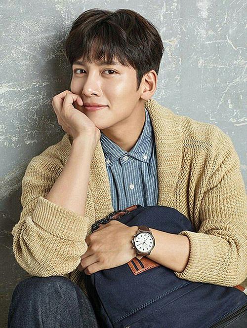 Ji Chang Wook là chàng trai trong mơ của nhiều cô gái. Nam diễn viễn điển trai, hình thể quyến rũ và có một sự nghiệp thành công. Khi tâm sự về chuyện tình cảm, anh chàng nói: Tôi không giỏi trò tán tỉnh, đưa đẩy trong tình yêu và cũng không thích làm thế.