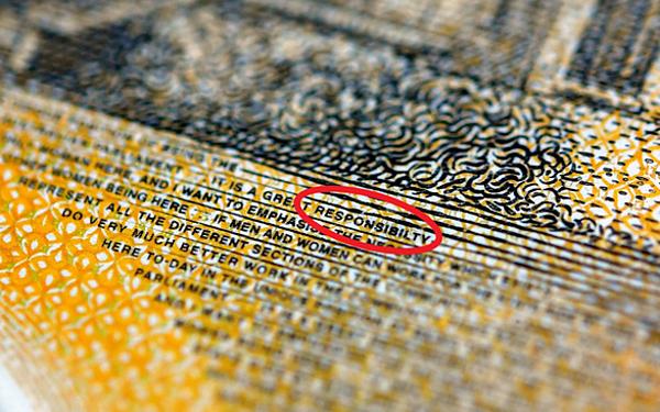 Lỗi đánh máy xảy ra trên hàng triệu tờ 50 AUD. Ảnh; Reuters