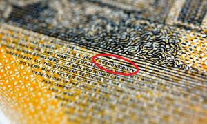 Hàng triệu tờ tiền Australia bị in sai chính tả