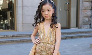 Mẫu Việt 7 tuổi mặc váy xẻ ngực thi Hoa hậu Hoàn vũ nhí