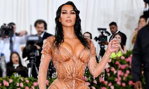 Bộ váy của Kim ở Met Gala: Không thể ngồi hay đi vệ sinh