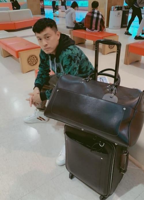 Lam Trường bị kẹt ở sân bay Đài Loan.