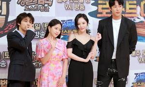 2 idol Kpop bị đàn chị 'chặt đẹp' khi cùng dự họp báo