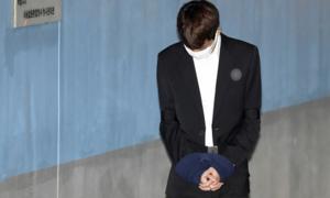 Jung Joon Young liên tục cúi mặt tại phiên điều trần đầu tiên