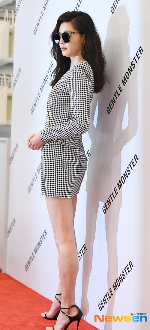 Jeon Ji Hyun khiến fan choáng trước nhan sắc trẻ trung, body cực phẩm - 5