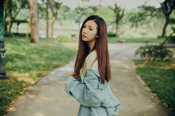 """<p> Amee, tên thật là Trần Huyền My, 18 tuổi, được nhận xét có vẻ ngoài xinh xắn, dễ thương. Cô là """"gà cưng"""" hiện tại của nhà ST.319 khi tung sản phẩm nào cũng hot, nhận về triệu view ấn tượng.</p>"""