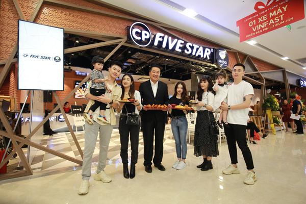 Gia nhập thị trường đồ ăn nhanh tại Việt Nam với nhà hàng đầu tiên tại Vincom Sky Lake Phạm Hùng,  C.P. Five Star | Phở Đi gây ấn tượng bởi thực đơn đa dạng, vừa lạ vừa quen.