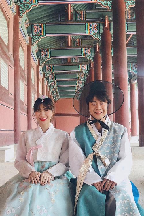Hòa Minzy và bạn trai đi du lịch.