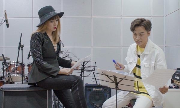 Lưu Thiên Hương hướng dẫn Ali Hoàng Dương tập hát.